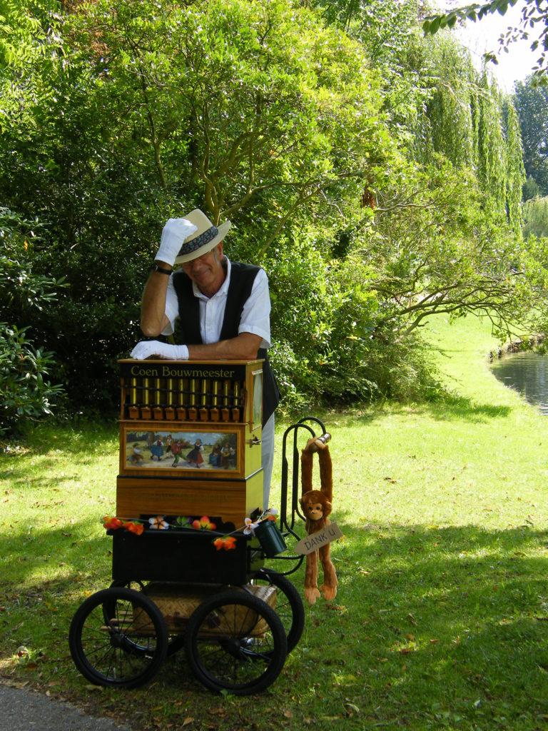 Orgeldraaier Coen Bouwmeester